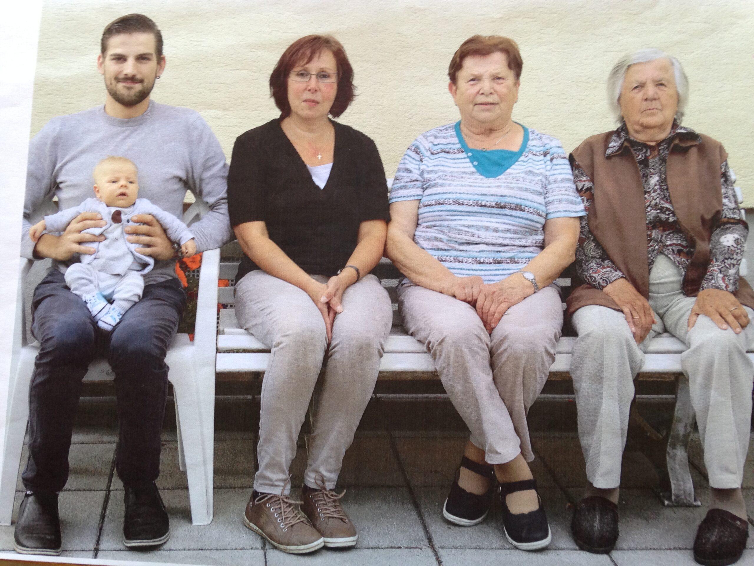 Cinco generaciones de una familia juntas